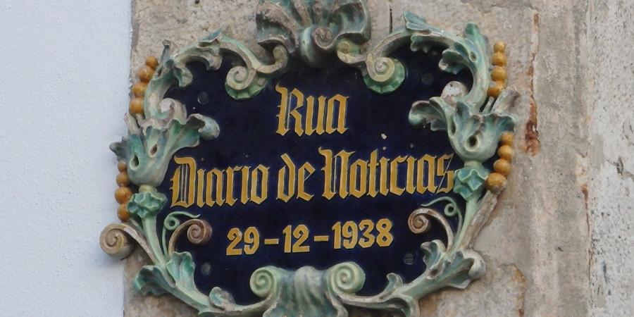 Keramik i Caldas da Rainha, här i form av en vacker gatuskylt