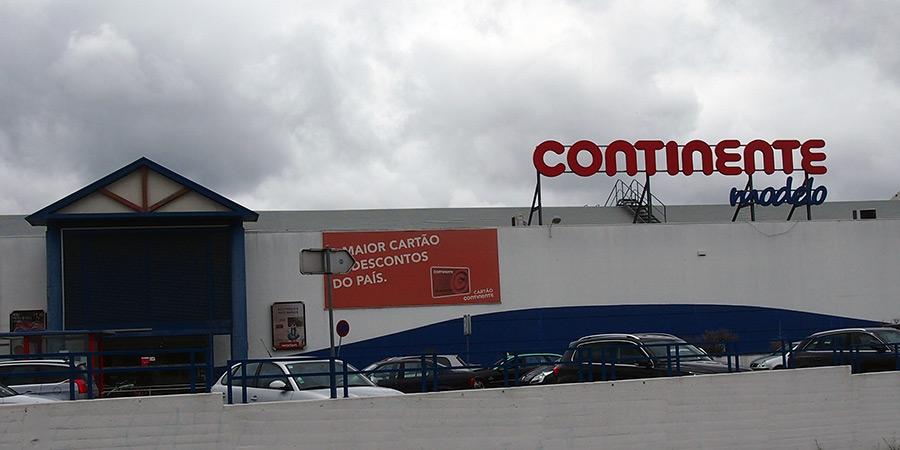 Modelo Continente en av flera livsmedelsbutiker i Caldas da Rainha.