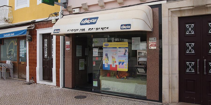 Farmacia Caldense på Praça 5 de Outubro är ett av flera apotek i Caldas da Rainha.
