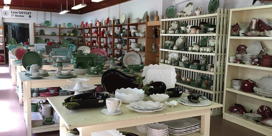 Outletförsäljning av portugisisk keramik i Caldas da Rainha på Faianças Bordallo Pinheiro