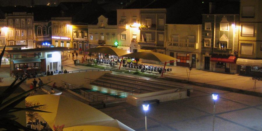 Barer i Caldas da Rainha ligger vid Praça 5 de Outubro