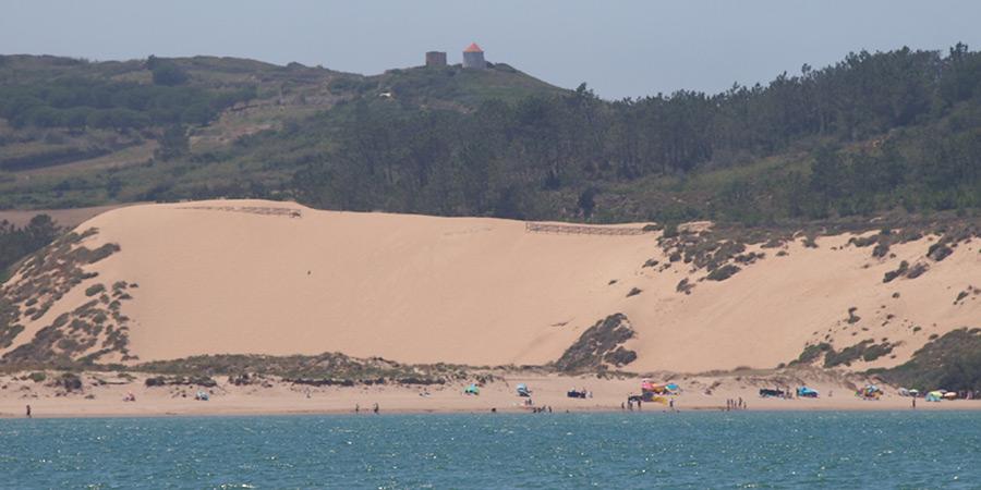 Stranden Salir do Porto med sina vackra sanddyner, inte långt från Caldas da Rainha.