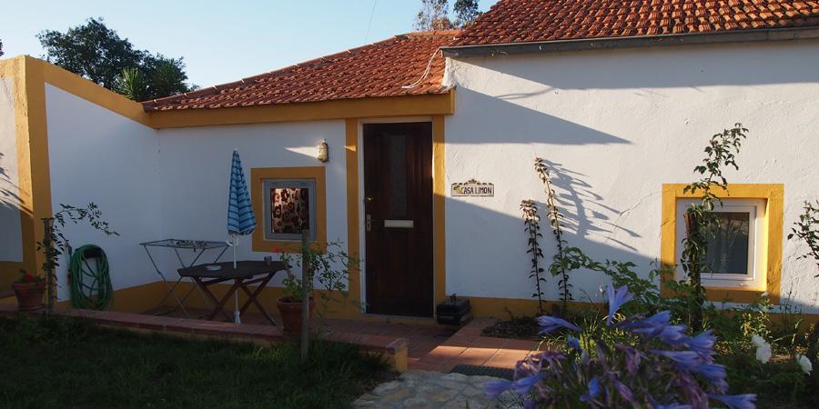 Vingårdar nära Caldas da Rainha som erbjuder övernattning, här Casa Limon på vingården Farm Holidays Silver Coast i Portugal