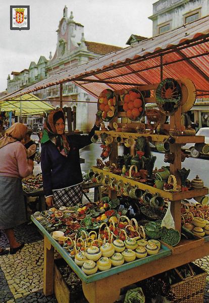Keramik i Caldas da Rainha säljs bland annat på den dagliga torgmarknaden
