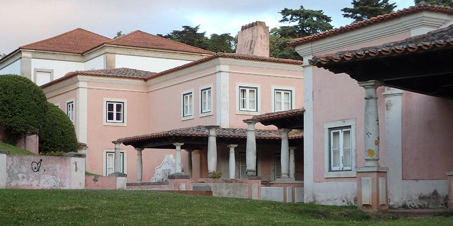 Baksidan av Museu do Hospital i Caldas da Rainha